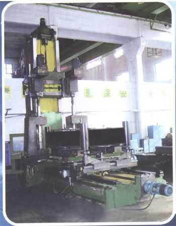 石油探测车大梁中段总成卧式可移动工作台镗孔组合机